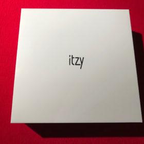 美しい白い箱にシルバーの箔押し