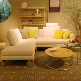 巣ごもり時代にライフスタイルを見つめ直す人が急増。ホームシアターに最適な家具にカスタマイズ